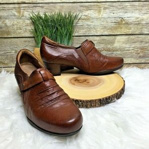 Clarks Artisan Tan Brown Pleated Leather Booties